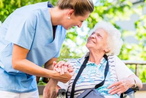 Thuê giúp việc trông người già tại Hà Nội