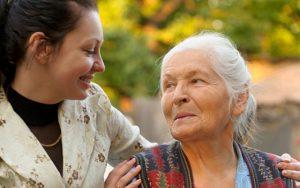 Thuê giúp việc trông người già, giúp việc chăm người bệnh Uy Tín tại Hà Nội