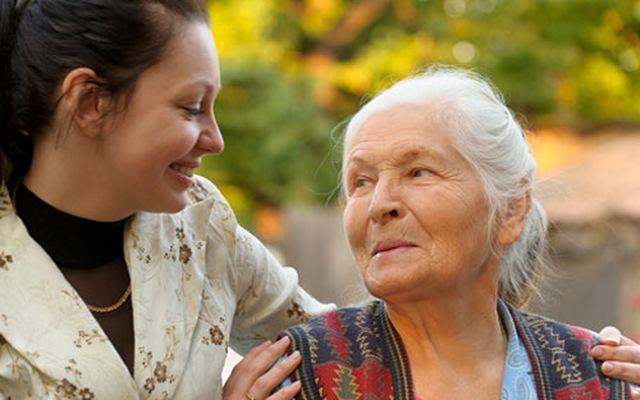 Tìm người chăm người già, cần tìm người giúp việc chăm người già gấp
